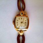 Часы женские «ЗАРЯ» с кожаным ремешком